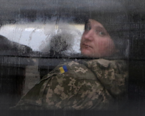 Отказалась писать сыну на русском языке: сеть поразил поступок матери украинского моряка