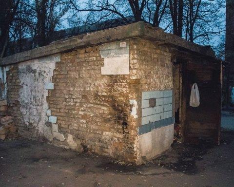 Возле детсада в Киеве нашли труп мужчины: появились кадры с места ЧП