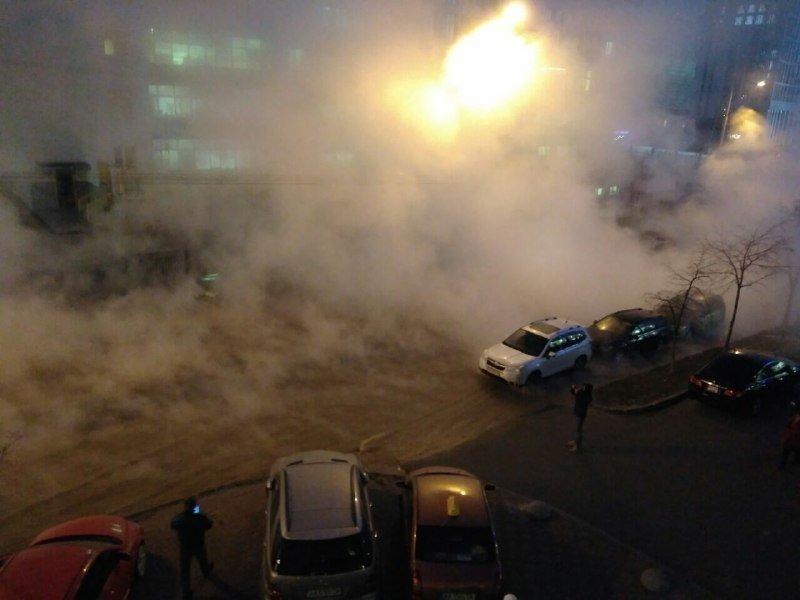 Як центр Києва залило кип'ятком: з'явилися нові фото і відео комунальної катастрофи