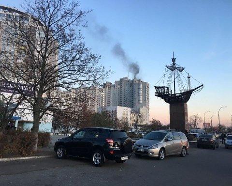 В киевской новостройке вспыхнул пожар: видео с места ЧП