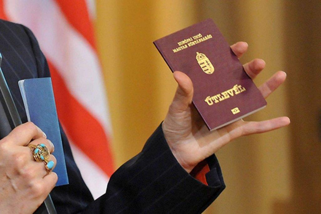 Выдача венгерских паспортов на Закарпатье: в Будапеште сделали очередное скандальное заявление