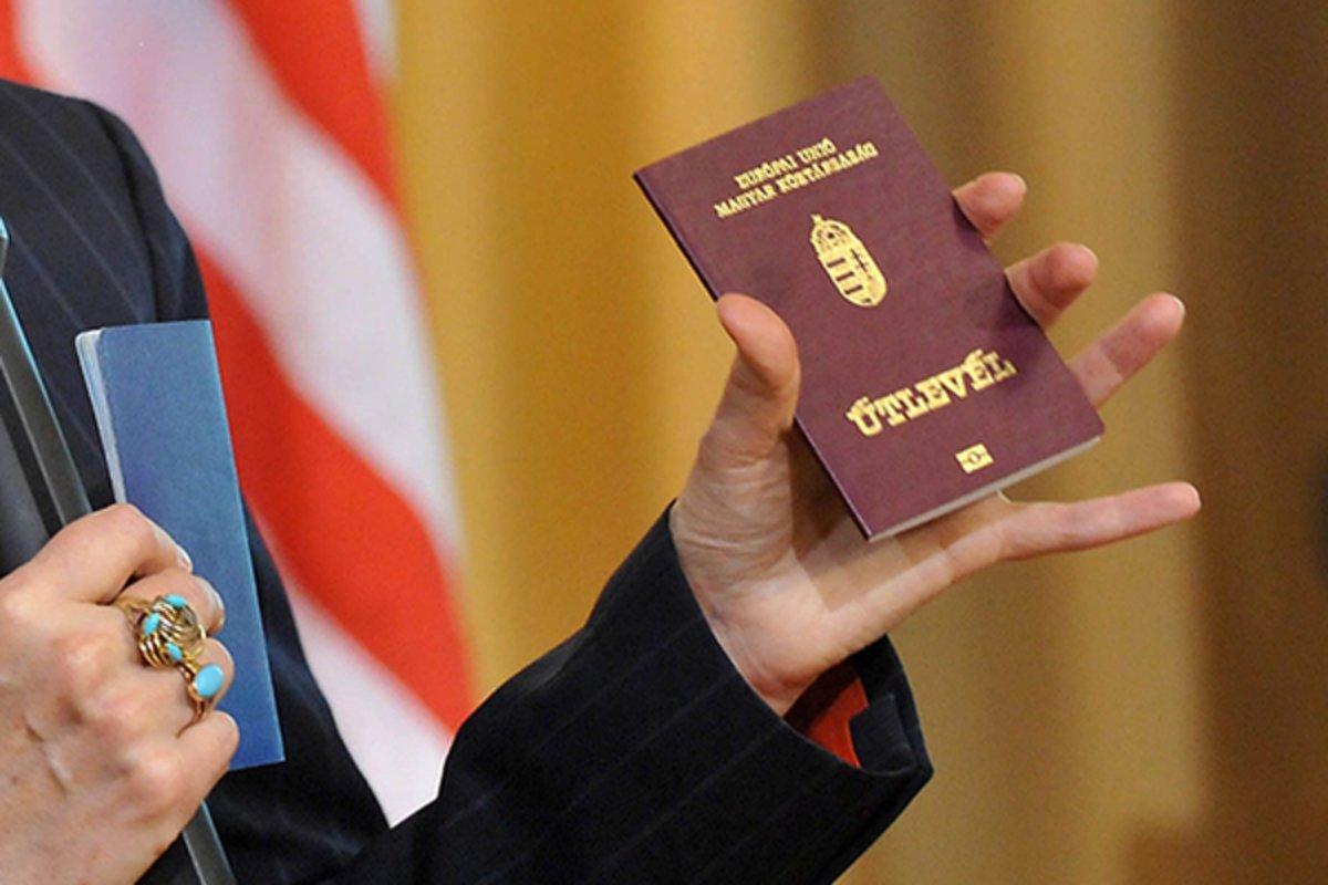 Видача угорських паспортів на Закарпатті: у Будапешті зробили чергову скандальну заяву