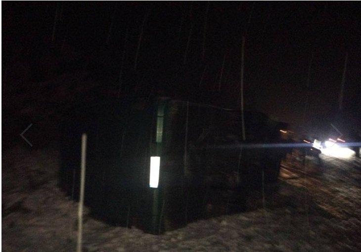 Автобус з десятками пасажирів потрапив у серйозну ДТП через снігопад
