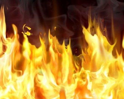 В Днепре произошел жуткий пожар, погиб ребенок: видео с места трагедии
