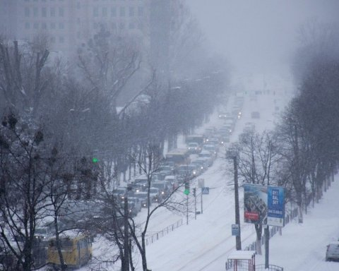 Сніг у Києві: в мережі на фото показали причину колапса і пробок у столиці
