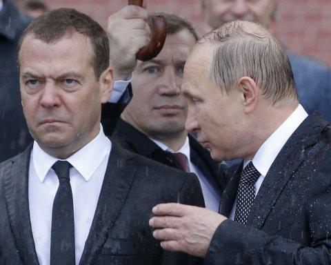 Путина и Медведева нарисовали в странных образах: в сети показали фото