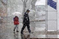 Мокрий сніг з дощами накриє Україну: які області омине негода