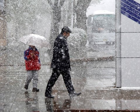 Мокрый снег с дождями накроет Украину: какие области обойдет ненастье