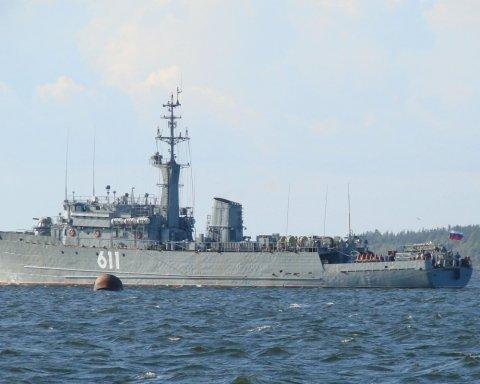 Готовятся к войне: в сторону Азовского моря движется российский корабль