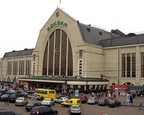 У Києві евакуювали вокзал через повідомлення про замінування: фото з місця НП