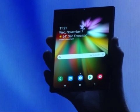 Samsung представил невероятный смартфон с гибким дисплеем: видео