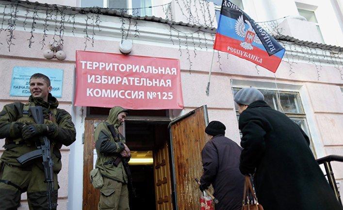 """Стало відомо, чим підкуповують людей на Донбасі перед """"виборами"""""""