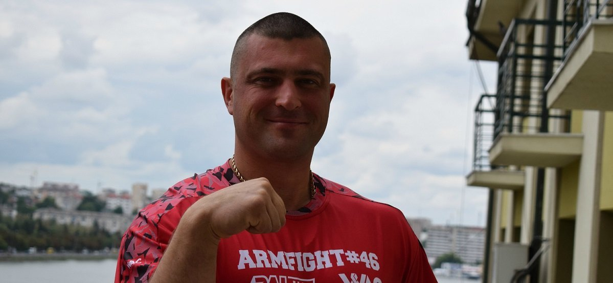 На Тернопольщине попрощались с Андреем Пушкарем: фото с похорон чемпиона