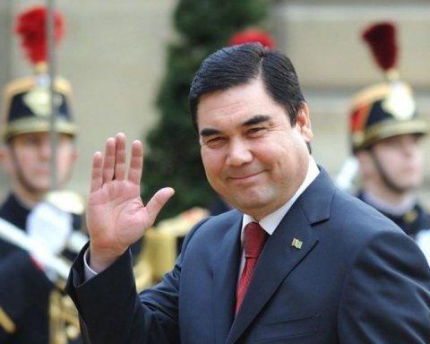 Президент Туркменистана похвастался навыками штангиста: сеть в истерике от видео
