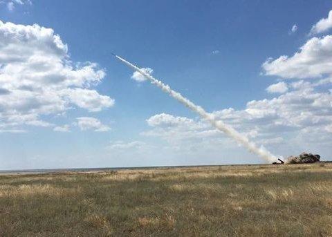 Военные испытали ракеты, которыми будут уничтожать врагов: яркие фото