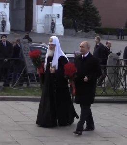 С мужчиной в платье: Путин насмешил своим новым фото