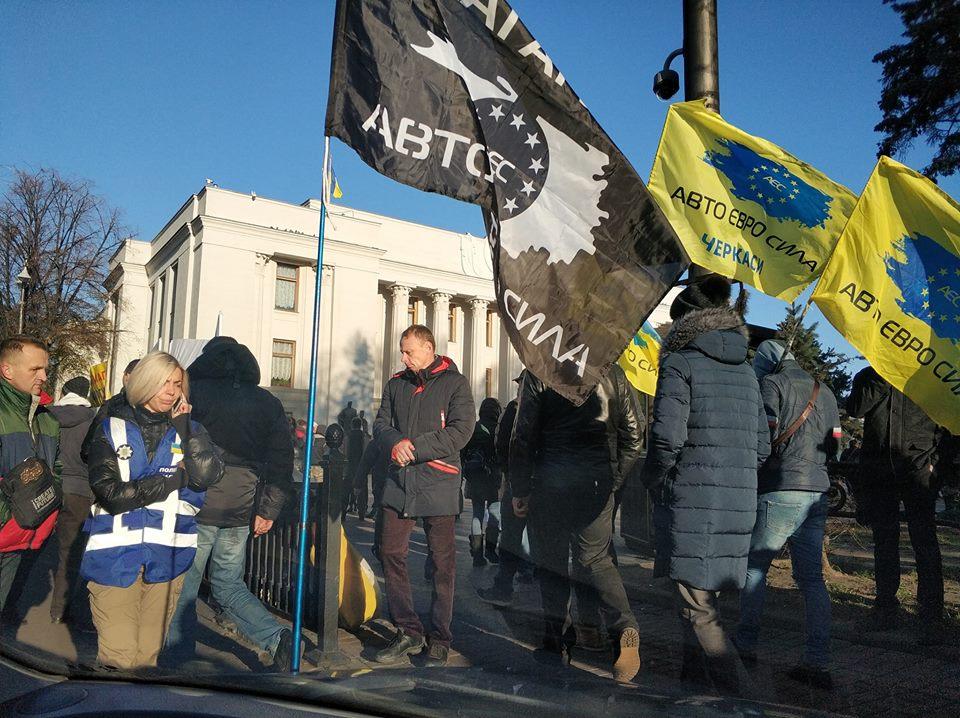 Народ вимагає в центрі Києва масштабний бунт євроблях по яких вулицях не проїхати