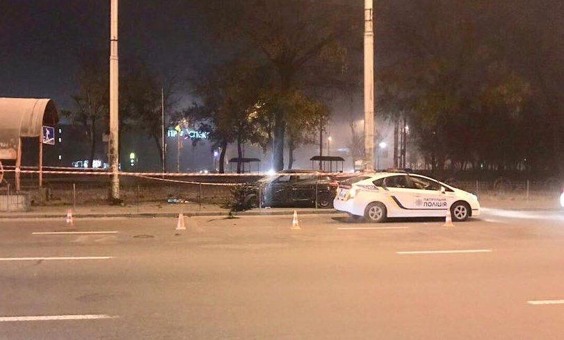 В Киеве водитель «полетал» на своей машине: фото с места масштабной аварии