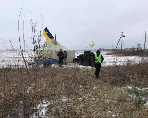 """Бунт власників авто на """"єврономерах"""": протестувальники перекрили український кордон"""
