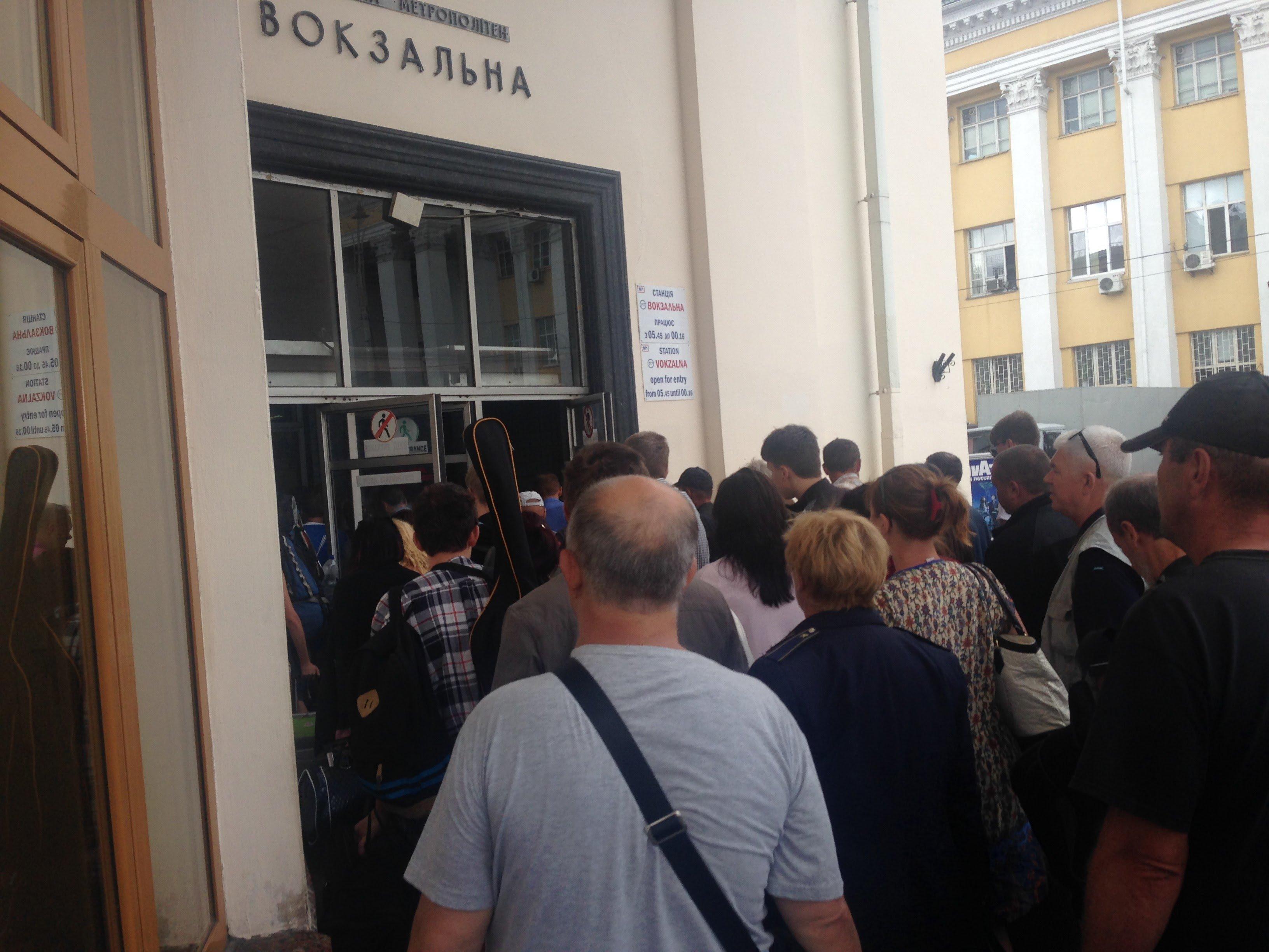 У київському метро сталася НП: закрили одну з головних станцій