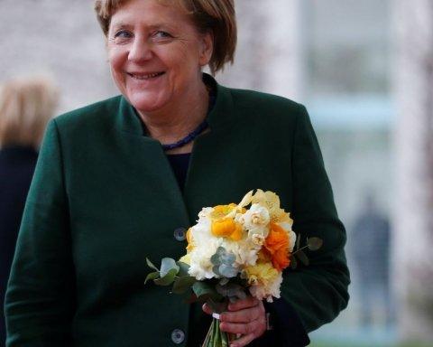 У кого більший: в мережі порівнюють букети Порошенка та Путіна для Меркель