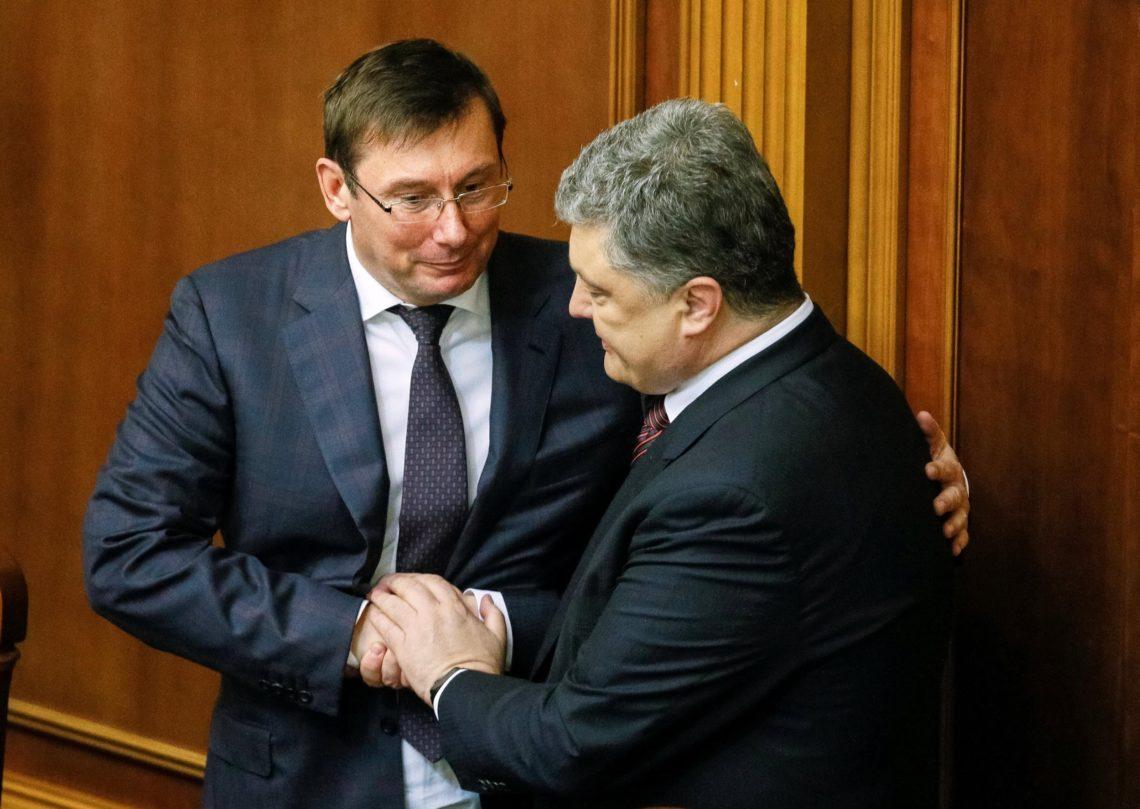 Порошенко принял решение относительно отставки Луценко