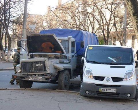 Бойовики на Донбасі розкрадають місцеві автопарки