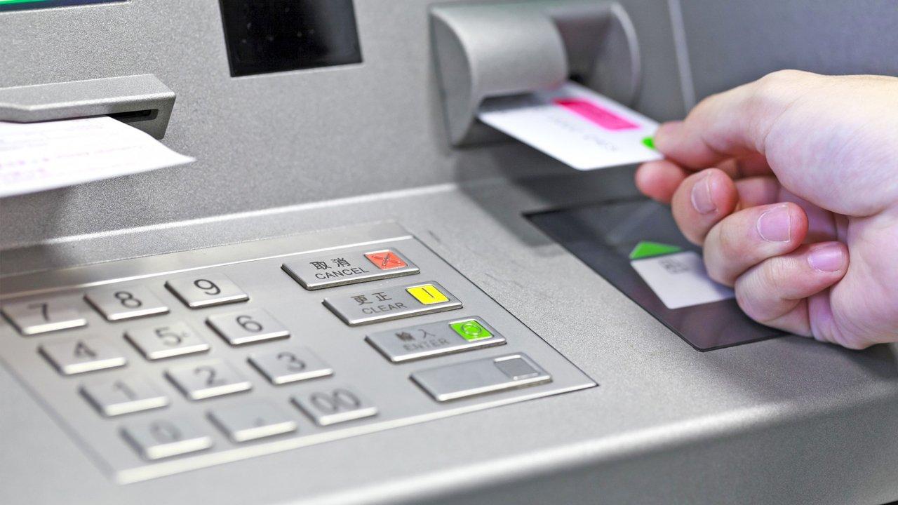 Введення воєнного стану в Україні: як будуть працювати банки та банкомати