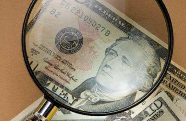 Украину заполонили фальшивые доллары: как себя защитить