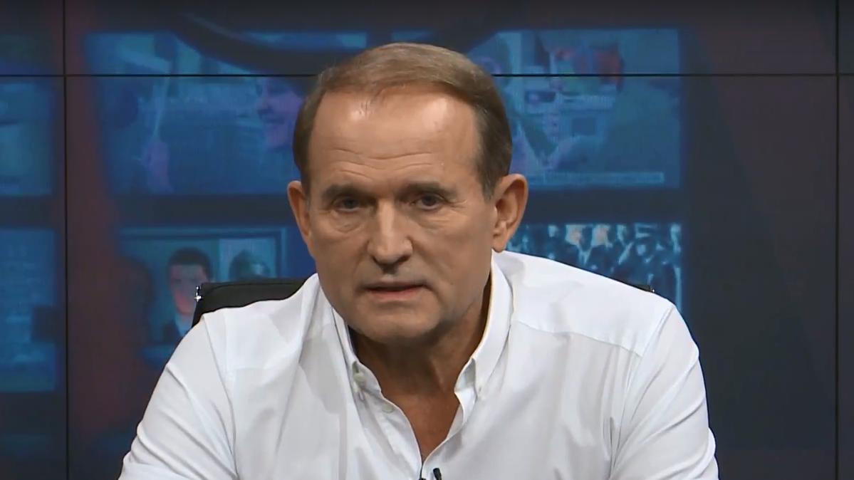 В Україні розкрили хитру гру Порошенка з кумом Путіна