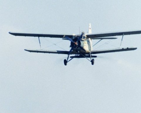 Пощастило, що живі: з'явилися кадри з місця катастрофи літака Ан-2