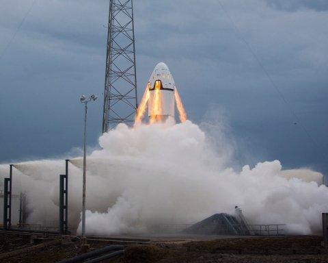 """Астронавти США вперше за 9 років летять до МКС не на російському """"Союзі"""": всі подробиці запуску Crew Dragon"""