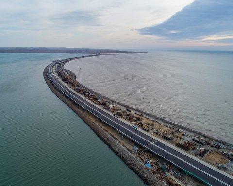 Стояти ще недовго: з'явилися сумні показові фото Керченського мосту