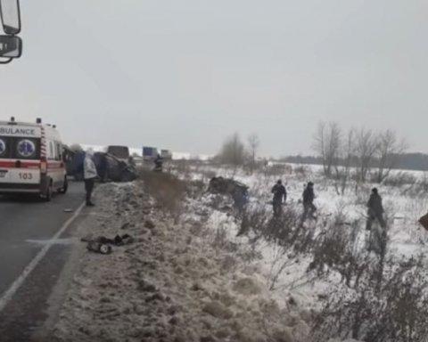 Жуткое ДТП под Черкассами: из-за столкновения двух автомобилей погибли люди