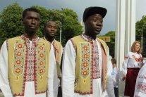 В Харькове украиноязычные африканцы проучили местную хамку: видео
