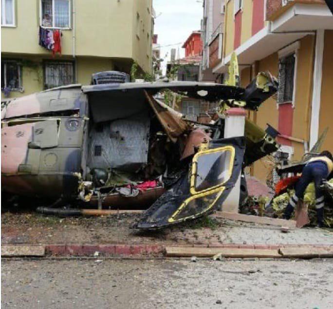 У Туреччині сталася авіакатастрофа: літак впав на житлові квартали, є загиблі