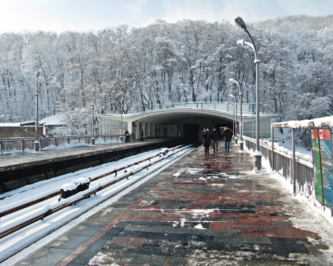 Ходитимуть без зупинки: в Києві обмежать рух транспорту, відома причина
