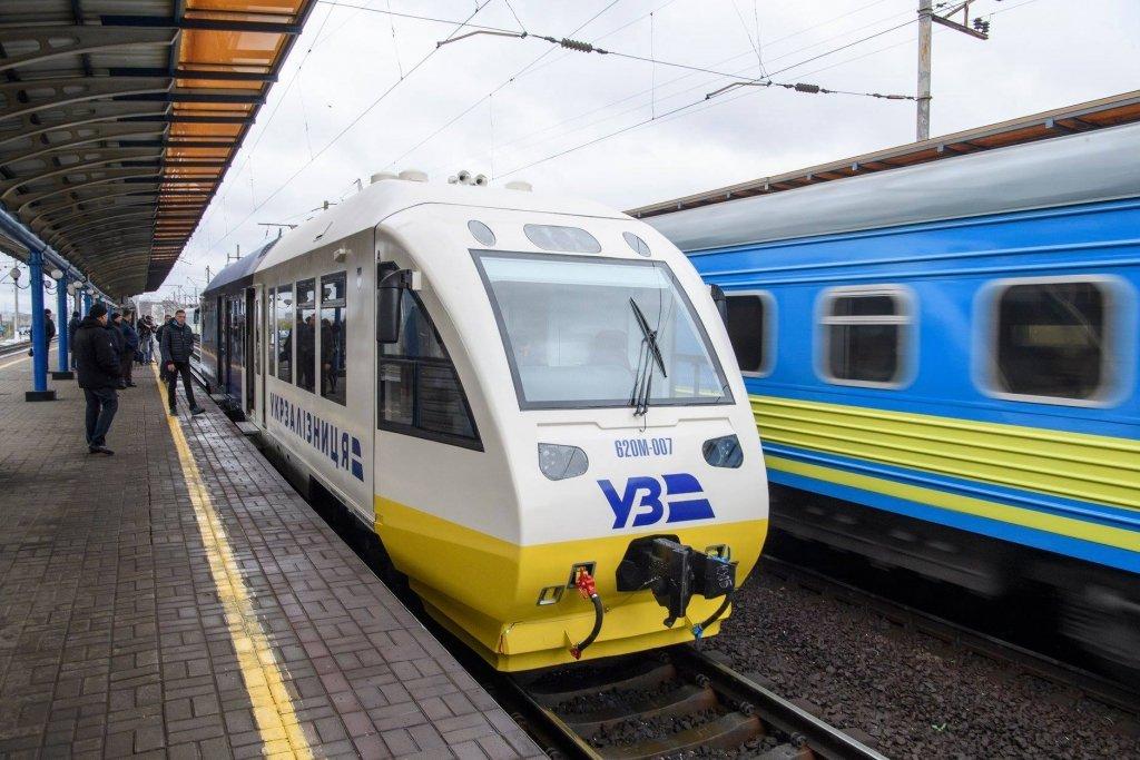 """Карантин в Україні: стало відомо, як потрапити в """"червоні"""" зони на потязі"""