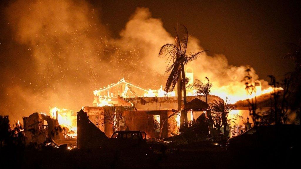 Страшный пожар уничтожил в США целый город и унес десятки жизней: видео