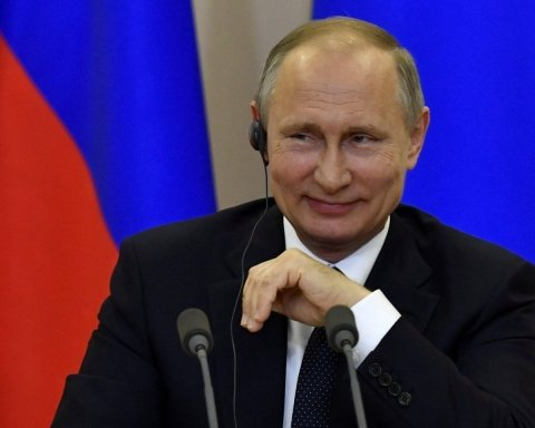 """Путін видав хамський """"жарт"""" про морську війну з Україною: з'явилося відео"""
