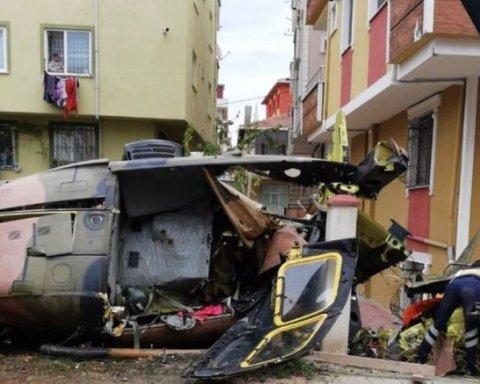 В Турции произошла авиакатастрофа: самолет упал на жилые кварталы, есть погибшие