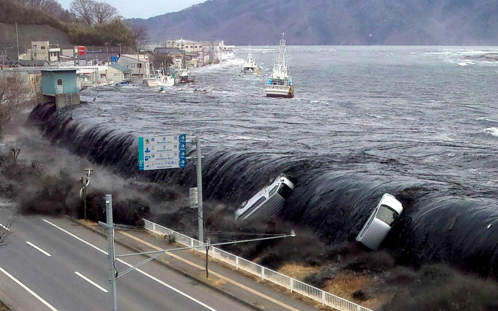 Легендарный курорт атаковала ужасная непогода: все попало на видео