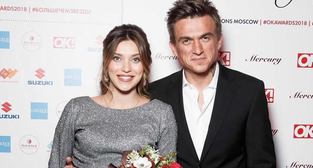 Влад Топалов забрал Регину Тодоренко с сыном из роддома: опубликованы фото