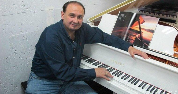 58-летний украинский артист стал отцом в третий раз
