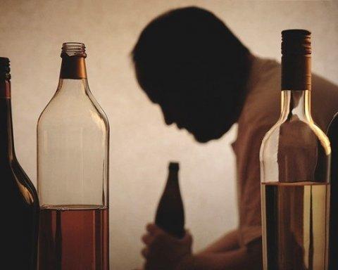 Бьет по печени сильнее водки: врачи советуют отказаться от опасного напитка