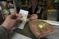 Основні товари стали дефіцитом у Криму: мешканці обурені