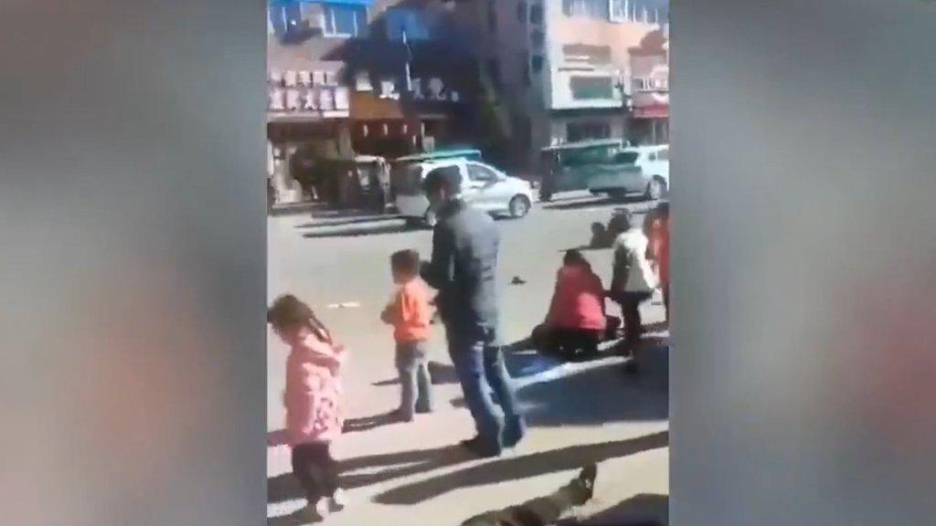Автівка влетіла у натовп школярів у Китаї: багато дітей загинули