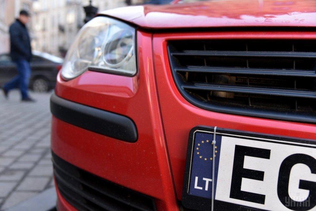 Полиция получила право штрафовать «евробляхеров» на месте: подробности скандального решения
