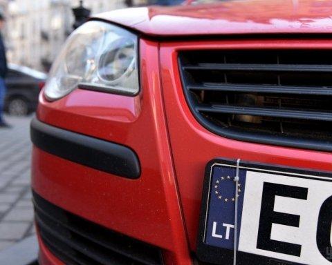 Чому в Україні розмитнення коштує дорожче за авто: експерти пояснили