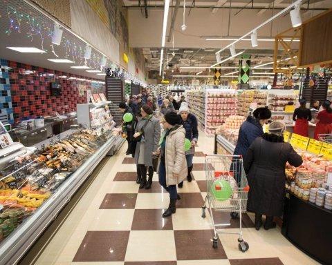 Будьте осторожны: дерзкий вор в киевском супермаркете попал на видео